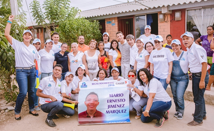 photo-community-supporting-childrens-health-in-Cartagena