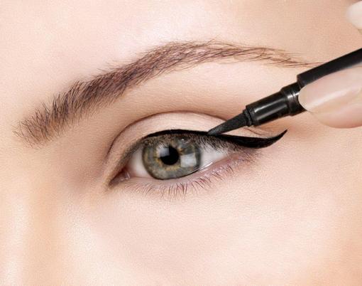 Eyeliner application
